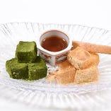 きな粉と抹茶のわらび餅(蜜かけ)