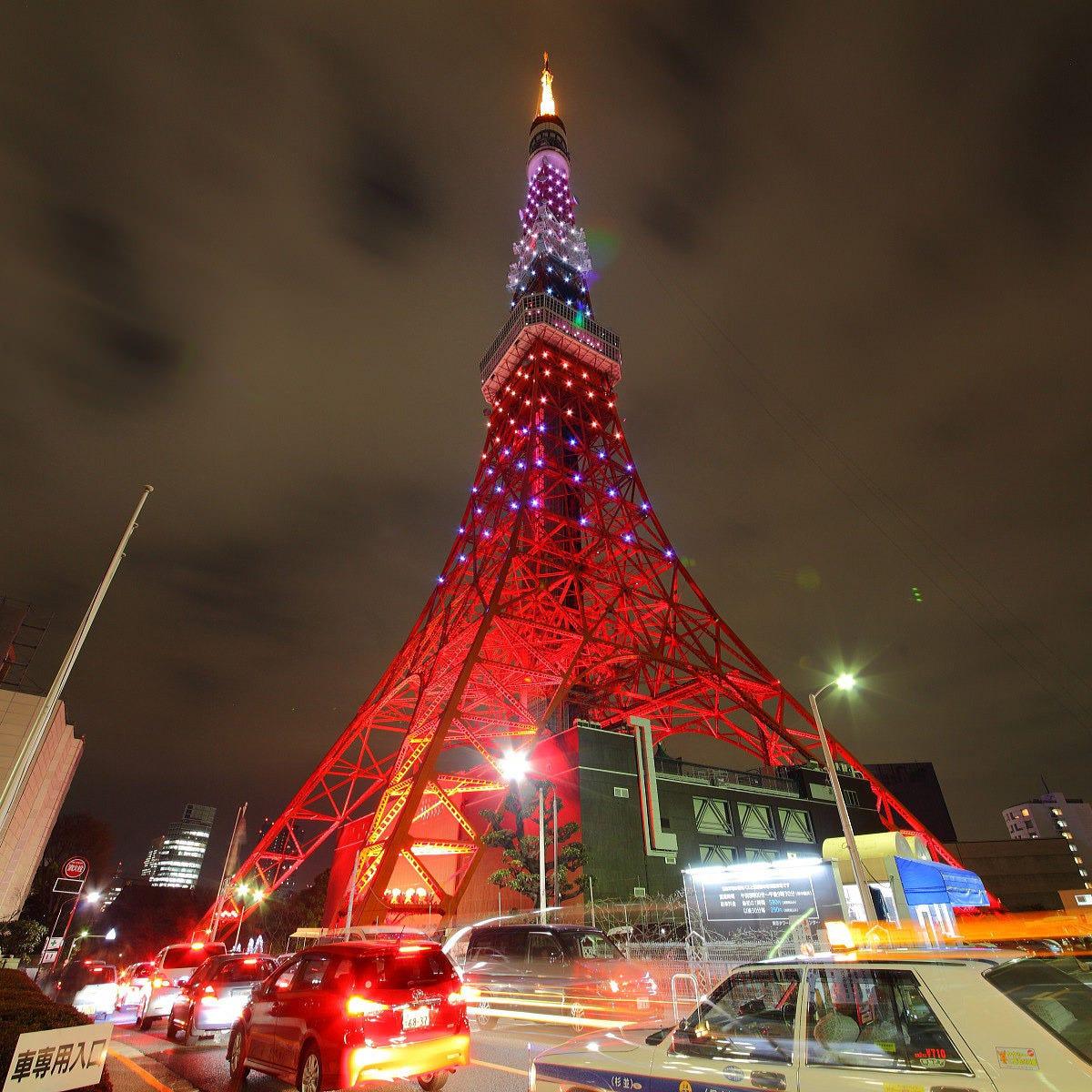 東京タワーとリムジンをバックに記念撮影致します。