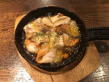 スペイン豚とカマンベールチーズのアヒージョ