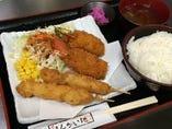 鶏串カツとカニ爪クリームコロッケ定食