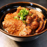 秘伝の味噌だれに漬けた大きな豚ロース 『豚みそbowl』