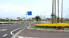 日向インター下車信号機左折(←宮崎方面の看板有り)そのまま直進(一つ目の信号直進)