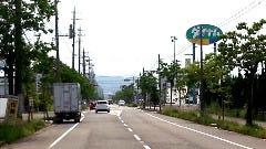右手角にダイナムパチンコ店を見ながら右折して200m位で黒進です