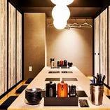 足をゆったり伸ばせる掘りごたつの完全個室。8名様までのお部屋を3つご用意しています。ふすまをはずして連結すれば最大24名様まで可能です。