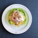 レタスとオニオンのシンプルサラダ
