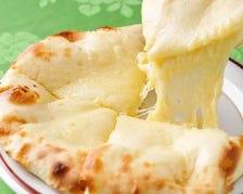 タンドゥールで焼いたチーズナン!