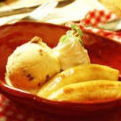 焼きバナナのアイスクリーム添え