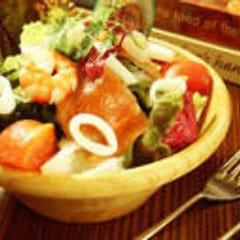 魚介たっぷり地中海サラダ