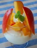 大人気のマンゴーパフェは、6/下旬頃から!