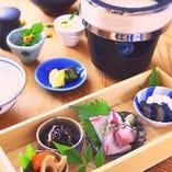お昼の一番人気「天水分御膳」少しずつ色々な味が楽しめます。