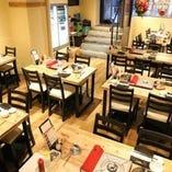 最大34席 店内の落ち着いた雰囲気のテーブル席でお食事いただけます。