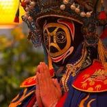 中国伝統の妙技を間近で味わえる「変面」ショーを店内で開催中!