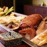 北海道を中心とした海の幸を中心に全国各地の産地直送食材の数々