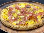 生ハムの塩味ととうもろこしの甘味が絶妙なピッツァ!