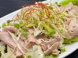 香取市、元気豚(肩ロース)の豚しゃぶとクリ~ミィ~なおぼろ豆富のさっぱり葱サラダ