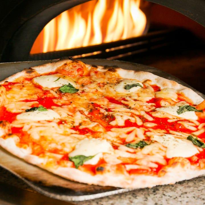 ALL550円!!窯焼手作りピザ約30種