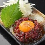 馬肉の味わいに特製ダレを加えた桜ユッケ