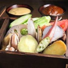 三重県産近藤ファームの有機野菜蒸し 角屋味噌ディップと醤油ディップ