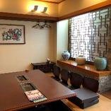 4階の完全個室。接待などの改まったお食事におすすめです。