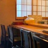 カウンターで一人、湯たんぽの心地良い温もりを感じながら・・・
