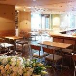 《オープンカフェ風の明るい空間》 最大120名様!盛大に執り行う誕生日会・ライブも◎