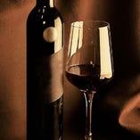 店長が全国から厳選したこだわりのお酒を各種取り寄せております!牡蠣に合うように作られた日本酒やスパークリングワインなど、老若男女問わず当店を楽しめるようご用意しております。ぜひお気軽に飲みにいらしてください!