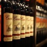 所狭しと並ぶ厳選ワインの数々