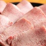 【上塩タン】 冷凍なしで鮮度◎自慢の手切りで、食感まで美味