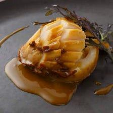 アワビとツブ貝のソテー 肝バターソース