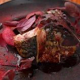 厳選食材を贅沢に使用した素材味とシェフの個性が光る料理。