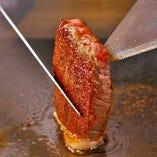 ランチはカジュアルに、ディナーはゆったりと大人の雰囲気の中、絶品ステーキをお楽しみください