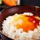 広島産の濃厚な黄身自慢卵の宮崎マルミヤ醤油を使用。