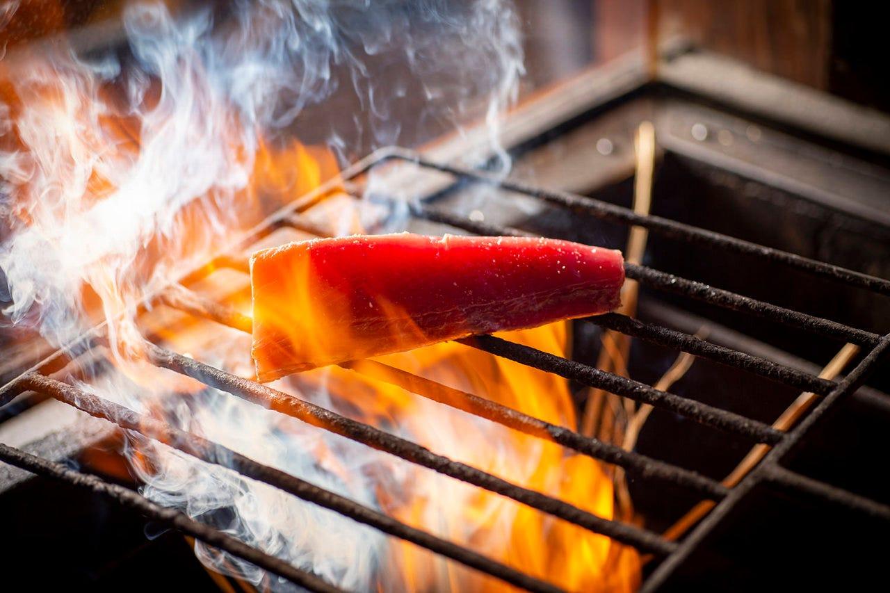 当店人気メニュー「鰹の藁焼タタキ」がお昼の定食に登場!