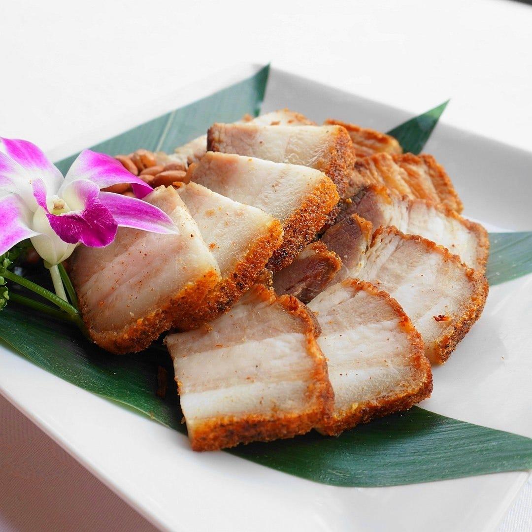 『皮付き豚バラ肉』ほか、 焼き物前菜は当厨房で焼き上げます。