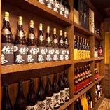 店内にはこだわりのお酒をたくさん置いています!