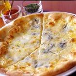 『ナポリ風 クワトロフォルマッジ ~4種チーズのピッツァ~』