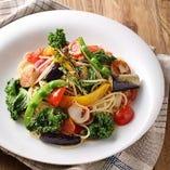 旬の7種の野菜がたっぷり『7種野菜と帆立のペペロンチーノ』