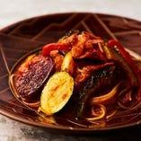 オキナワ野菜のナポリ風トマトパスタ