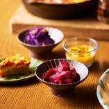 全てのメニューで2種の沖縄惣菜をお選びいただけます