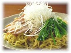 麺はオリジナルの国産小麦の全粒粉麺