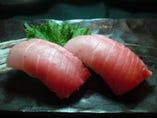 亀多寿司のまぐろの握りは絶品 本まぐろ中とろ