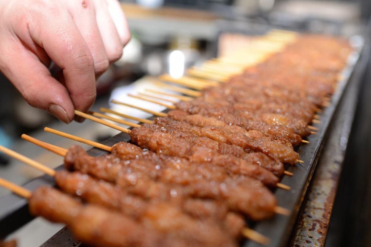 レアで仕上げる新鮮鶏肉の黒焼き