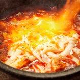 炙りチーズが堪らない「石焼チーズ麻婆豆腐」など創作中華が多数