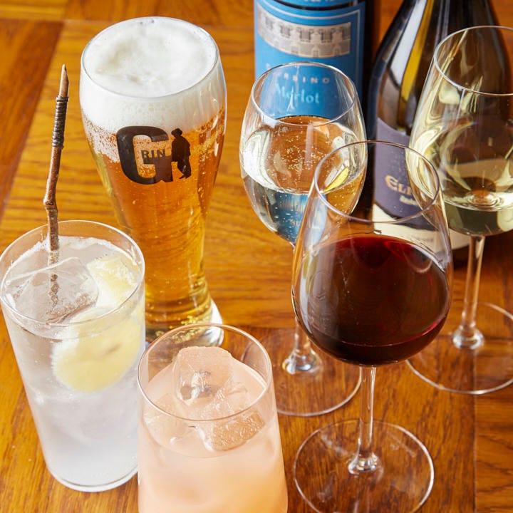 ドリンクは100種類以上。お好みのお酒ですてきなひとときを◎