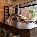 開放感のある景色を眺めながらお食事が楽しめるカウンター席
