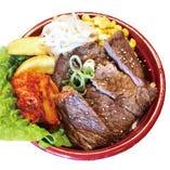 牛肩ロースのステーキ丼 900円(税込)