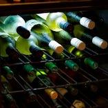 【ワイン】 テイスティングし厳選する約45種類のラインナップ