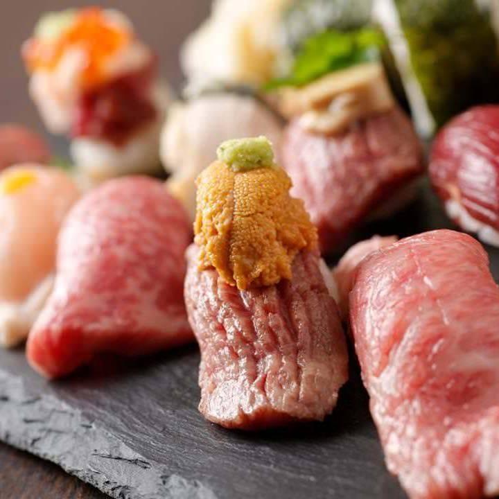 一つずつ丁寧に握る和牛・馬肉の寿司