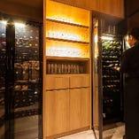 ワインが100本入るワインセラーを2台完備