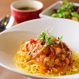当店のおすすめ食材や季節野菜を使用したパスタランチは、日替わりなのでその日のお楽しみです!